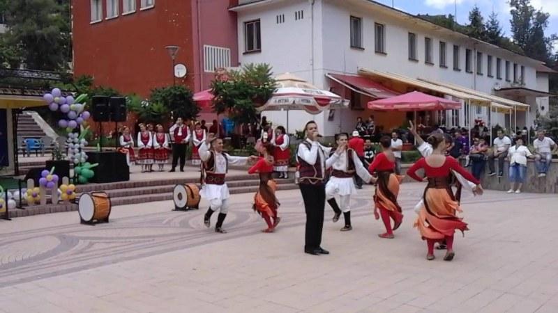 Лъки празнува юбилеи с двудневни празненства, пеят Графа, Веско Маринов и други любими изпълнители