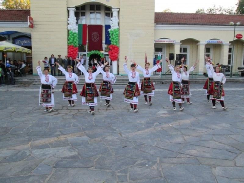 Три дни празници в Баня! Очакват ни кулинарни специалитети, театър, много музика и танци