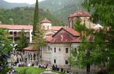 Стотици вярващи се стичат към Бачковския манастир за Голяма Богородица, празникът започва още тази вечер