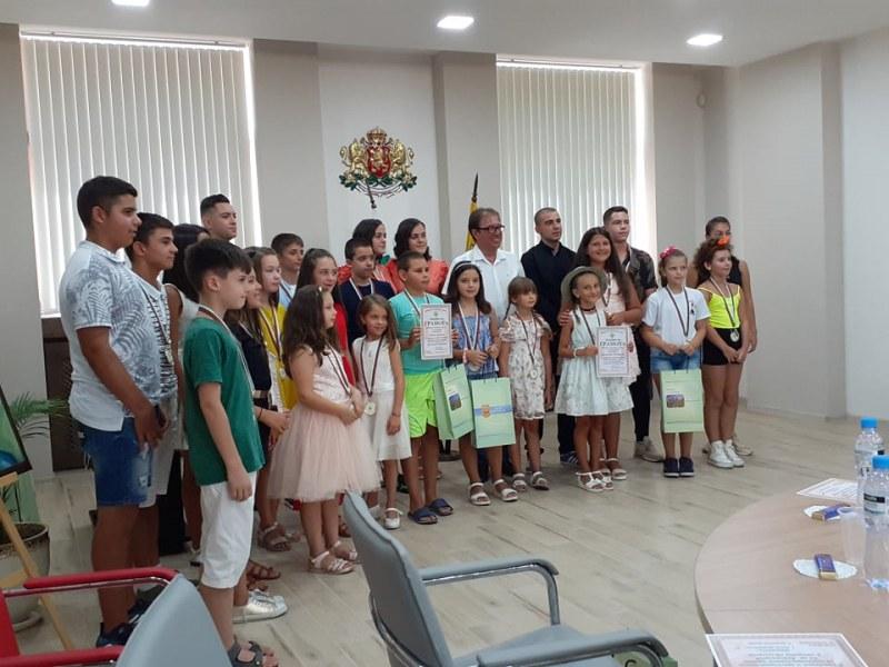 23 деца от Асеновград получиха награди, защото са прославили града си
