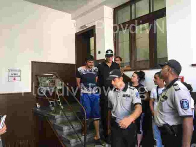 Близките на шофьора, убил Ерол край Асеновград, напълниха съда и твърдят, че е невинен
