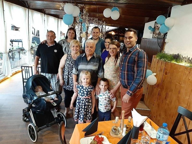 """Първият ресторантьор на Асеновград отпразнува 80-годишен юбилей, уважен от Ибряма и """"Канарите"""""""