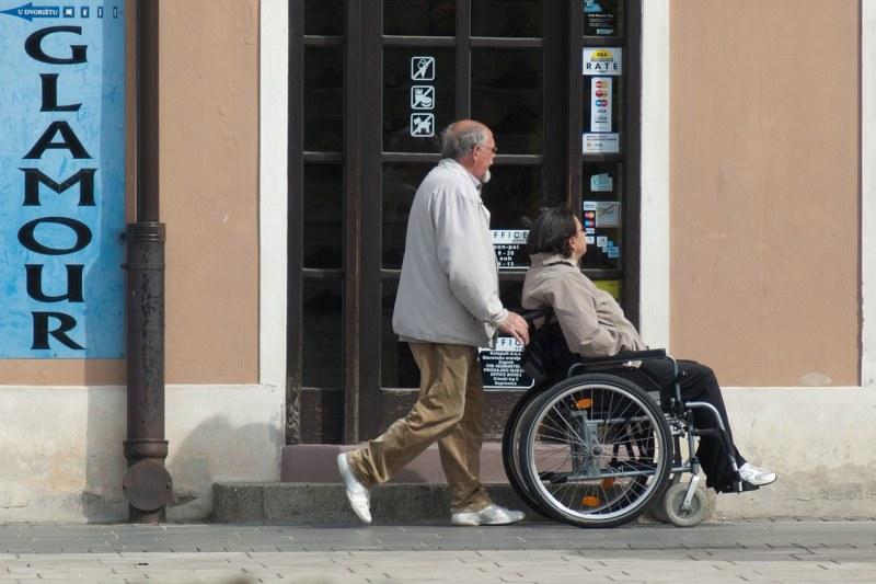 Патронажна грижа за възрастни и хора с увреждания в Куклен и Съединение, назначават служители