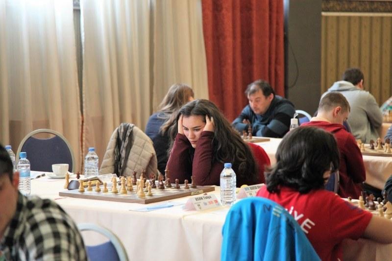 Световната шампионка по шах Виктория Радева ни кани на любителски партии