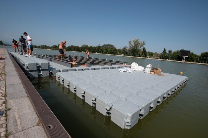 """Кейовете на Кристо се """"потопиха"""" в Гребната база, водолази ще участват в сглобяването им"""