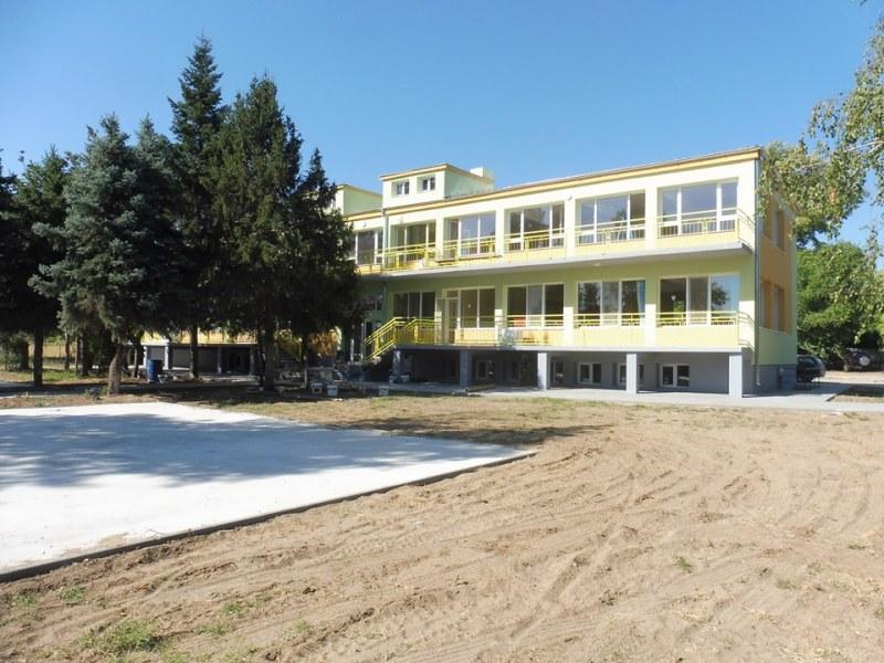 Децата от Ново село ще имат най-красивата и модерна градина в областта