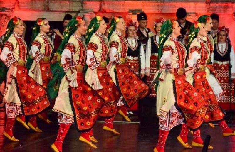 """Ансамбъл """"Тракия"""", """"Канарите"""" и Росица Пейчева идват в Брезово за двойния юбилея на града"""