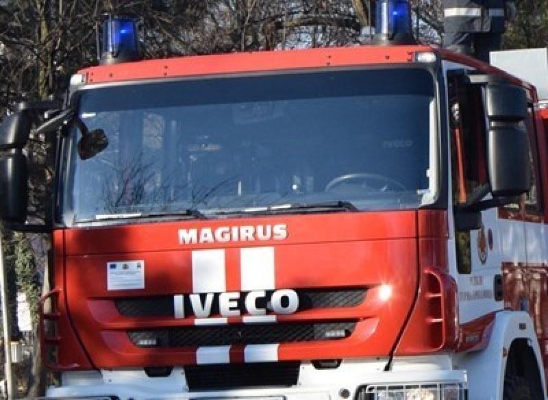 Тежка миризма на газ се носи в Кършияка, пожарникари търсят източника
