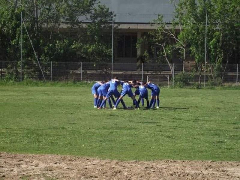Футболистите на Карлово и Несебър мерят сили в оспорван мач