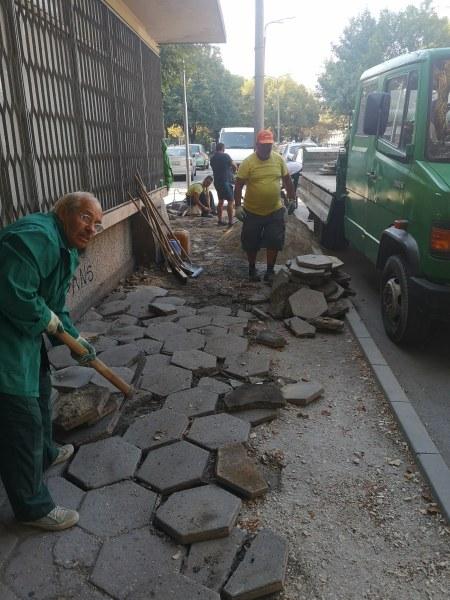 Ремонтрират тротоари в Кършияка, планират да са готови за началото на учебната година