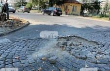 Павета хвърчат на прелеза на Пещерско шосе в Пловдив, опасност дебне шофьорите!