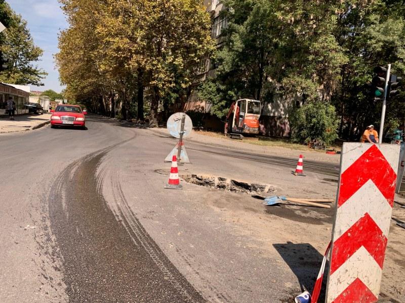 """Продължава борбата с дупката на новоремонтирания бул. """"Александър Стамболийски"""" в Пловдив! Докога?"""
