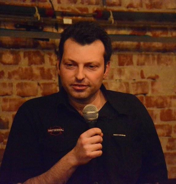 Любовта която ни надживява: Писател представя в Асеновград роман, посветен на първата си любов