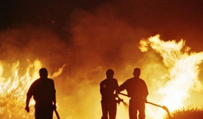 Пожар изпепели 3000 бали слама в Карловско