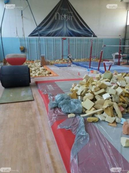 Зала по гимнастика плаче за ремонт, пари няма