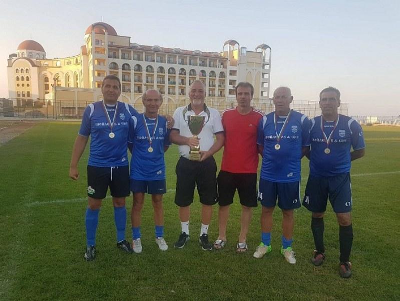 Футболистите - ветерани на Карлово грабнаха първото място на морски турнир