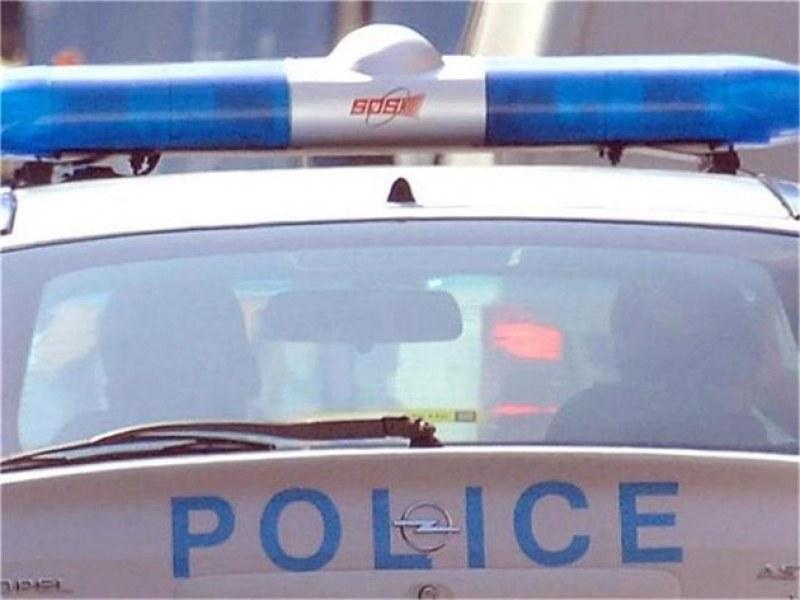 Обраха тийнейджър в Карлово насред улицата, щракнаха белезниците на крадеца