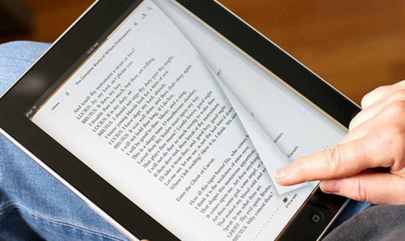 Учениците в Брестовица единствени в България четат книги с електронни четци