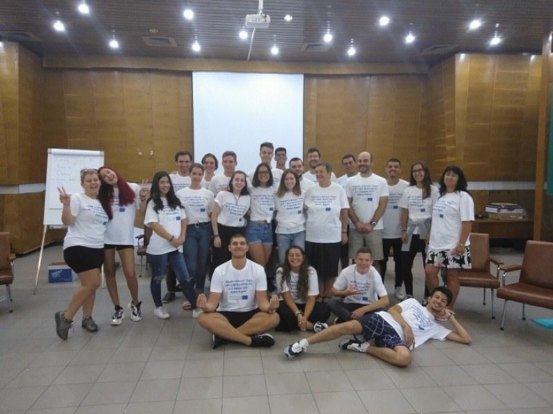 25 младежи от чужбина се събраха в Карловско, обменят кухня, обичаи и култура