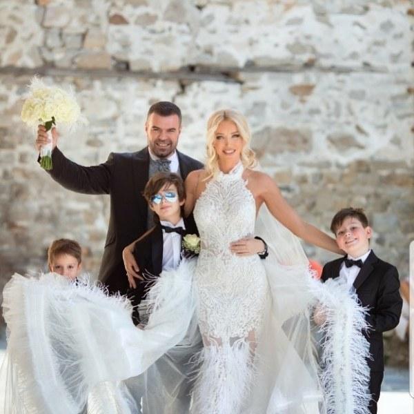 Кристали и пера покриха роклите на Ваня Пейчева за сватбата! Изработката им - 100 работни часа