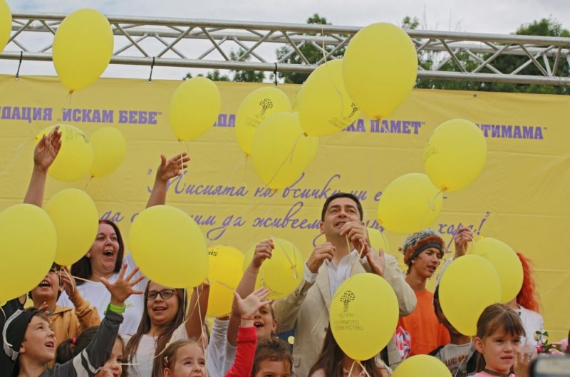 """Многодетни родители и техните деца си дават среща на събора """"Голямото семейство"""" край Бачково"""