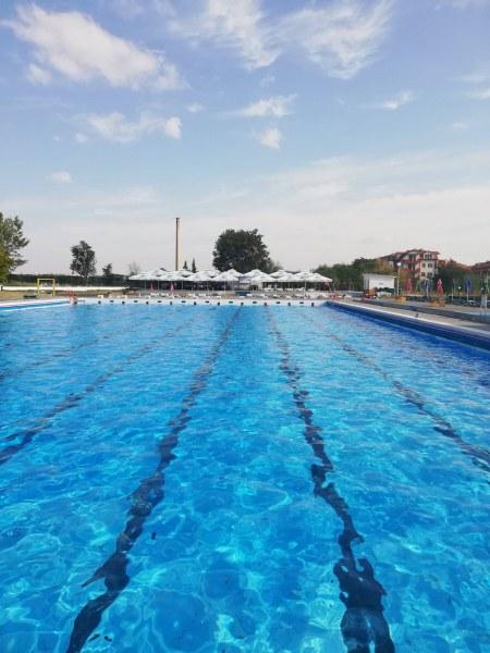 Последна възможност за плуване: Градският басейн в Асеновград затваря след броени дни