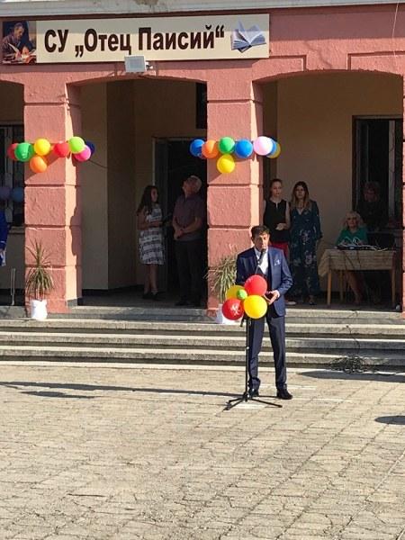 Кметът на Стамболийски поздрави децата с първия училищен звънец, обеща им автобус до няколко дни