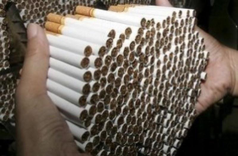 Хванаха възрастна жена от Раковски с огромно количество незаконни цигари