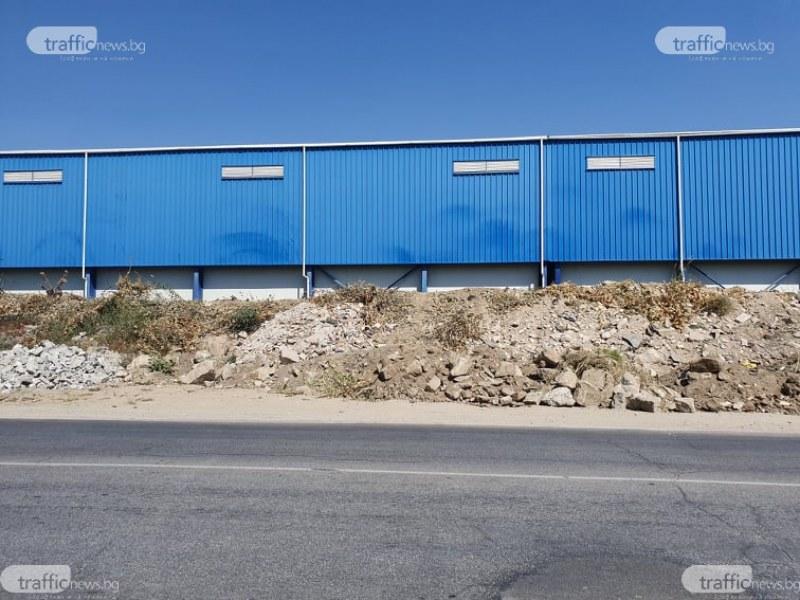Незаконно сметище застрашава живота на стотиците шофьори на главен път в Пловдив