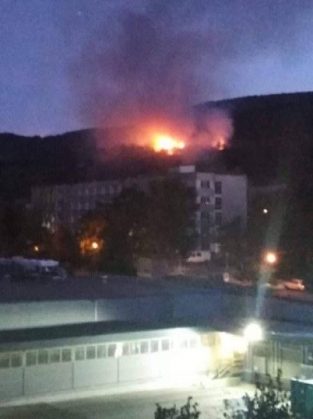 Пожар пламна край училище и детска градина в Асеновград