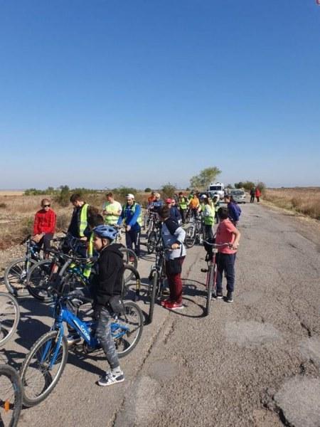 60 малки и големи велосипедисти се справиха с похода до Бряговския манастир