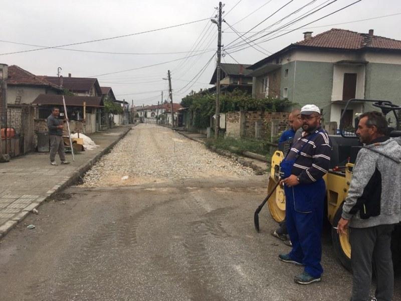 Асфалтират улица в Йоаким Груево, пътят между селото и Стамболийски е готов