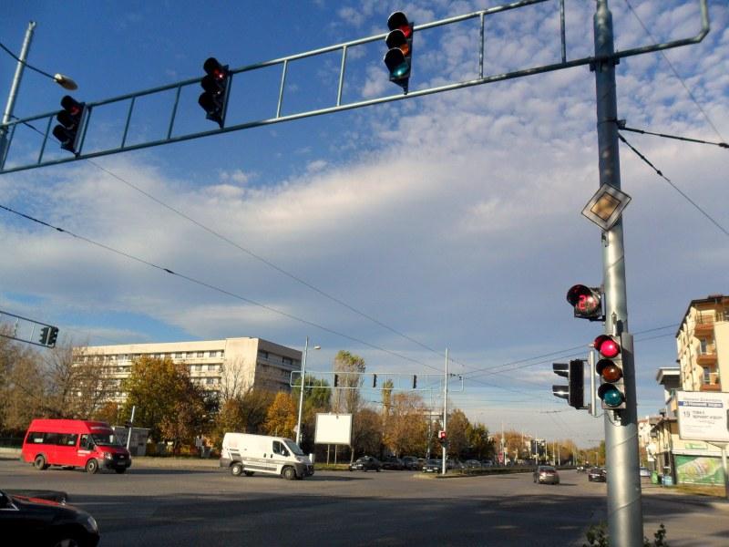 Променят сигнализацията на кръстовище в Кючука, възмони са затруднения в движението