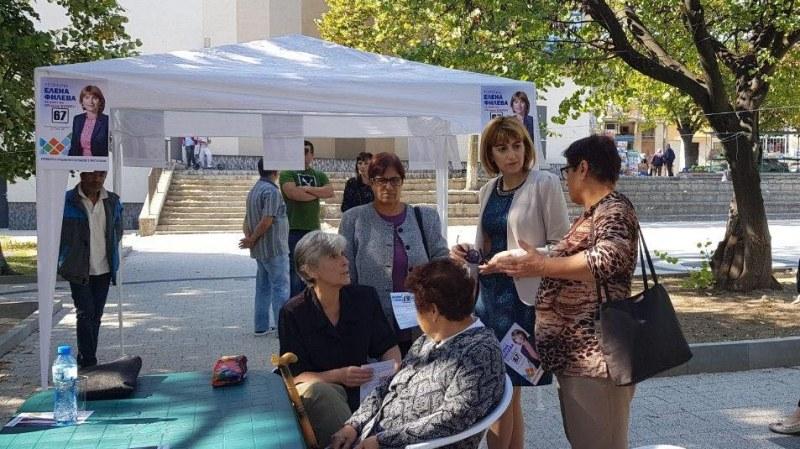 """Кандидатът за кмет на Куклен Елена Филева и общинските съветници организираха благотворителна акция """"Мобилна грижа"""""""