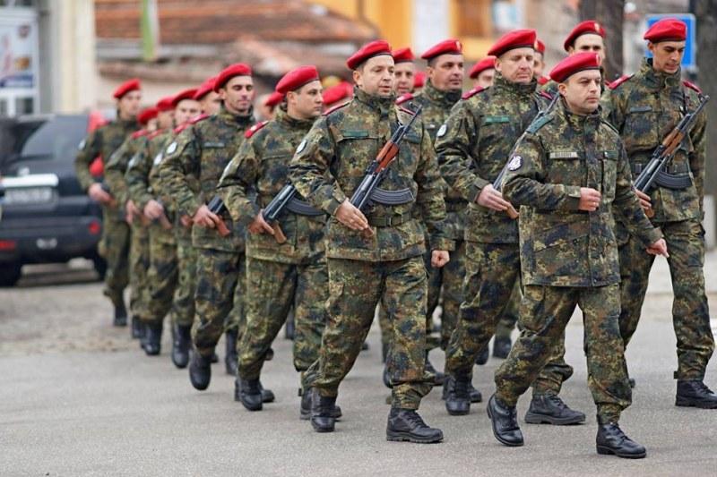 Карловската бригада стана на 27 години, генералът с приветствие към военнослужещите