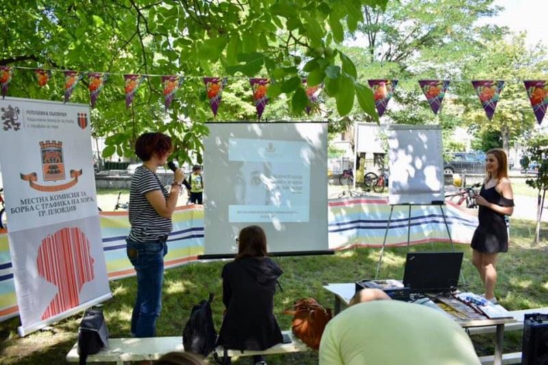 Връстници обучават връстници в Хисаря как да се пазят от трафика на хора