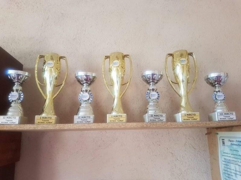 """Баскетболистките от """"Асеновец"""" обраха наградите на турнир по стрийтбол, щангистите също обещават медали"""
