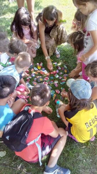 Малчугани в Хисаря показват творчество и откривателство, рисуват и търсят по карта скрити камъчета