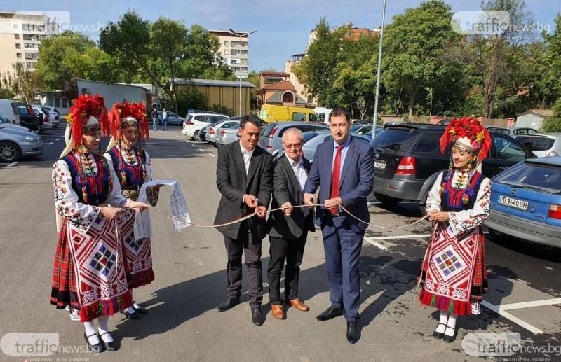 160 нови паркоместа в центъра на Пловдив замениха кал и дупки, гражданите вече паркират свободно