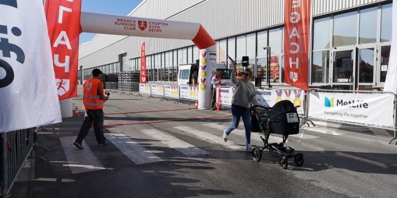 """Майка с 42-дневно бебе в количка пробяга благотворително 4 км в зона """"Марица"""""""