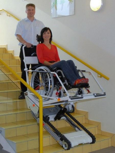 Робот улеснява достъпа на хора с увреждания в Историческия музей в Асеновград