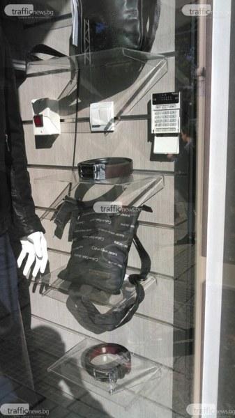 Спецакция в Кючука! Полицаи нахлуха в три магазина за дрехи менте