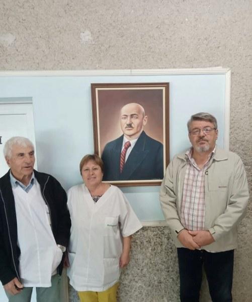 Художник от Сопот направи ценен патриотичен подарък на болницата в града