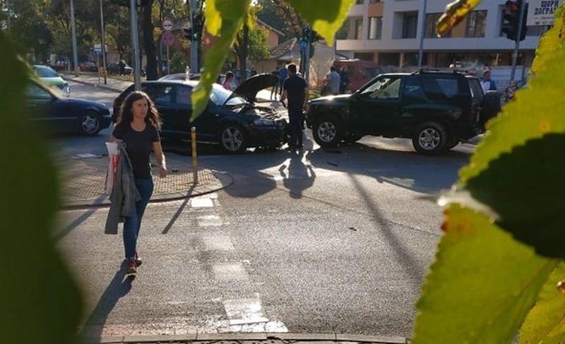 Челен удар в Кючука, две коли са с размазани предници