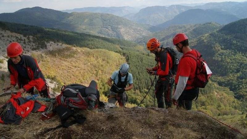 Мъж, жена и четири деца се загубиха в Родопите, спасителите ги откриха невредими