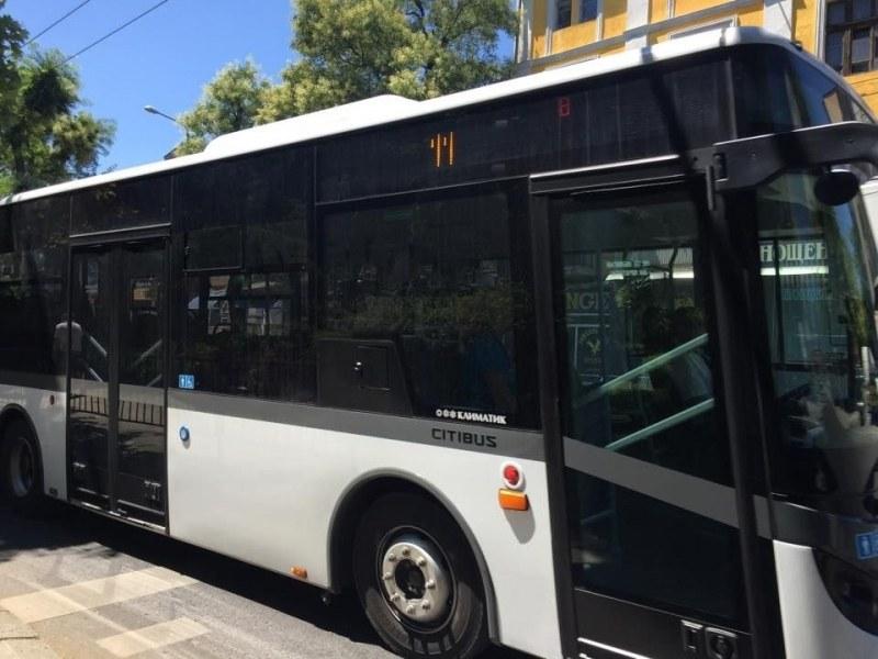 Млад мъж и тийнейджър набиха кондуктор на пловдивски автобус