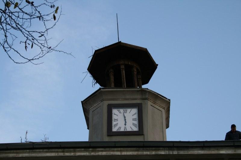 Кандидатът за кмет на Куклен Мария Белчева подари нов часовник за кулата на читалището