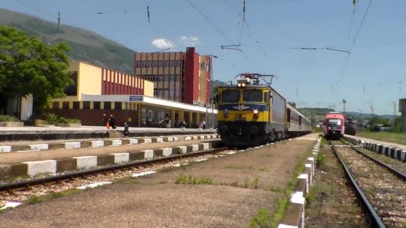 Възстановяват движението на отменените влакове от и за гара Карлово