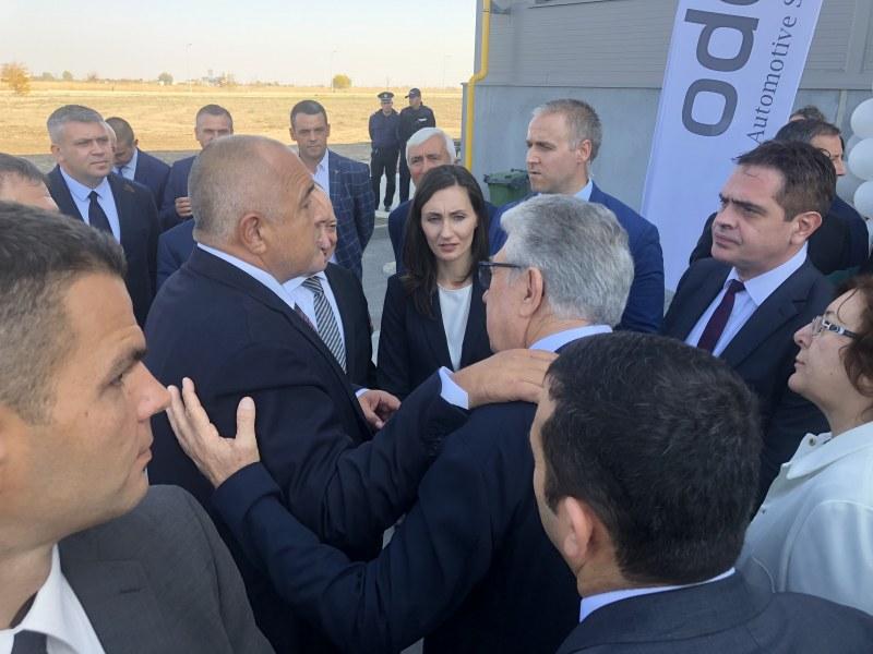 Кандидатът за кмет на Куклен Мария Белчева присъства на откриването на фабриката за автомобилни светлини край Куклен