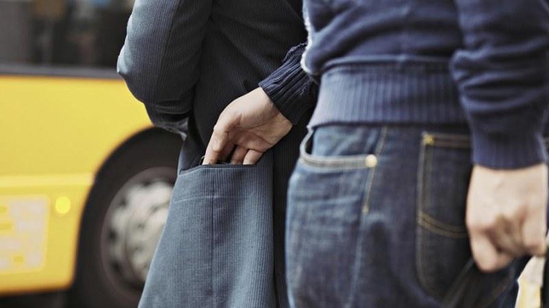 Арестуваха пловдивски джебчия, задигнал телефон от дамска чанта